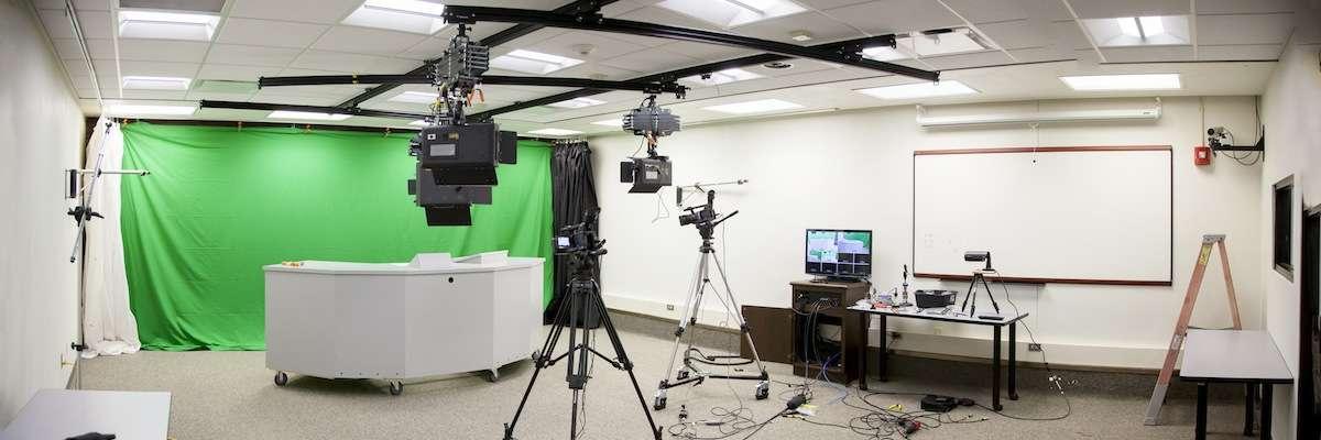 Muchas Universidades han optado por transformar aulas en estudios de grabación