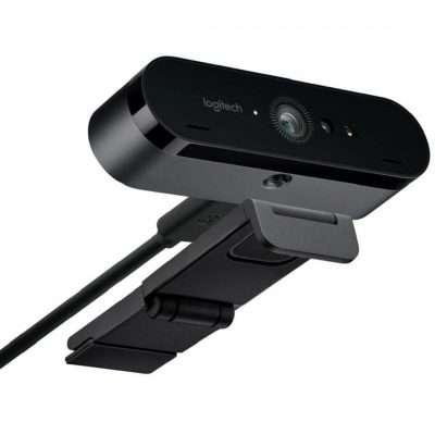 Webcam Logitech Brio 4K vista inferior para conectar a trípode y soporte
