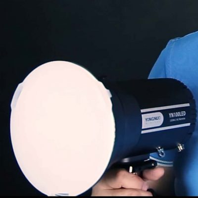 Yongnuo YN100LED con su softbox de serie
