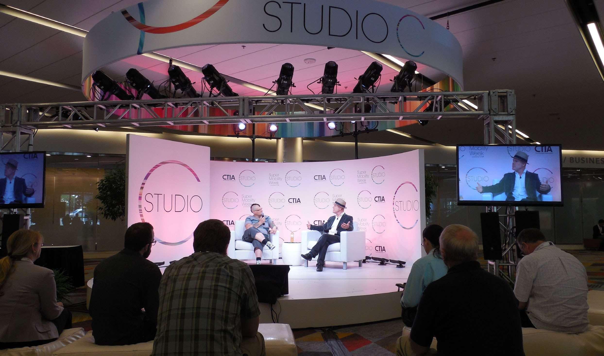 Set de Televisión a Medida para Transmisión de Ferias
