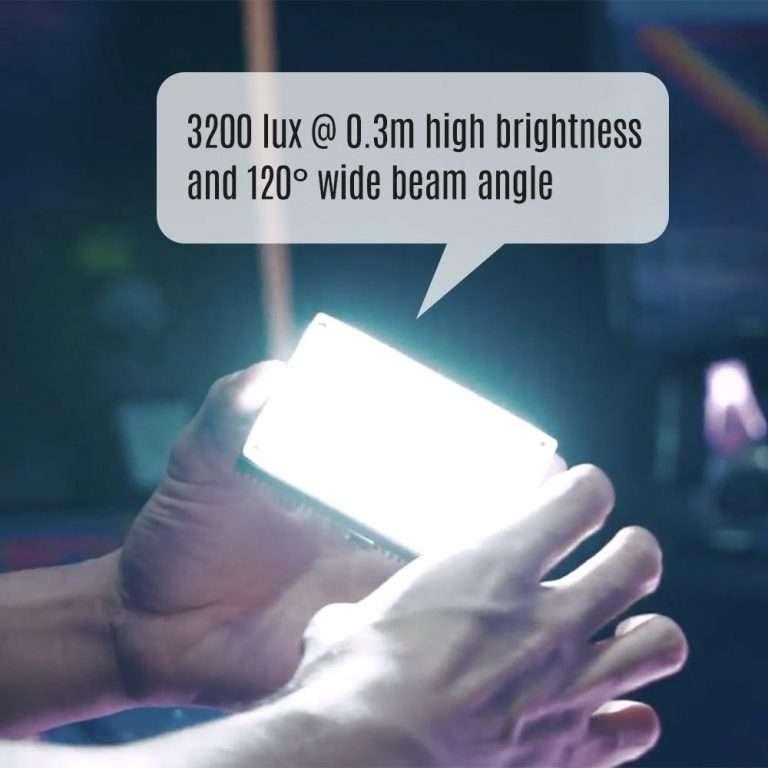 Luz LED mini Aputure AL-MX con 3200 lux y un angulo de 120º