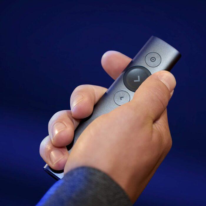 Control Remoto Inalámbrico Logitech Spotlight - confortable y cómo de usar en la mano